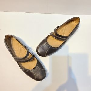 NATURALIZER brown Mary janes flats
